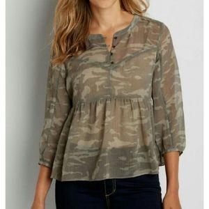 2/$20🥳 Maurices camo babydoll blouse size Medium